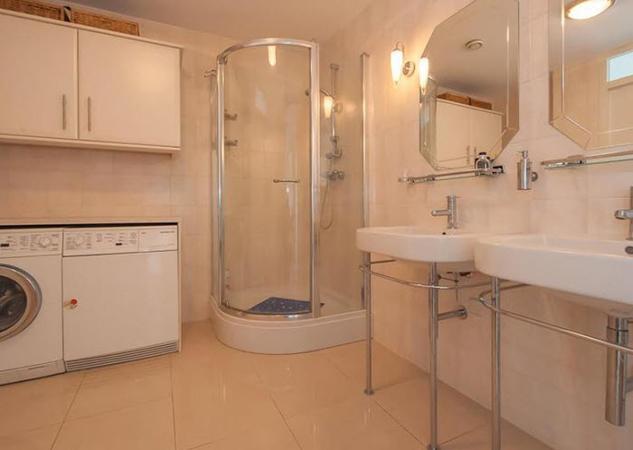 Binnenkijken in het luxe penthouse van de opa afperser van john en linda de mol dirk klaas m - Plannen badkamer m ...