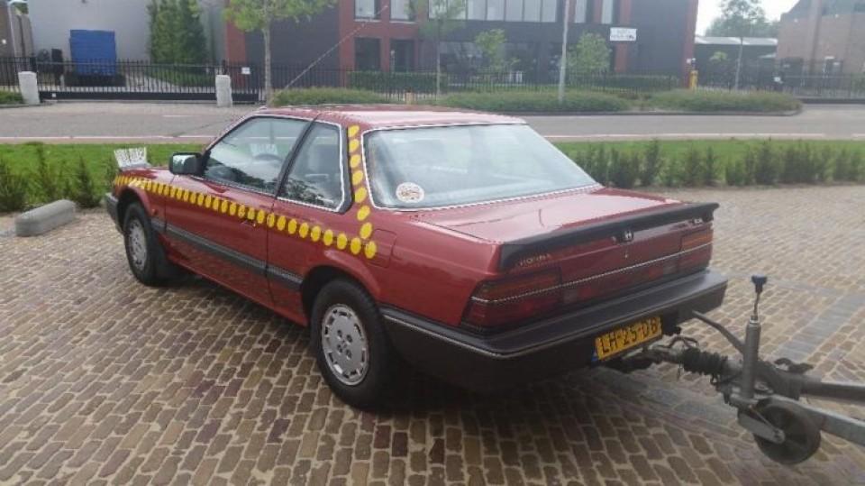 clown bassie bassie koopt een auto
