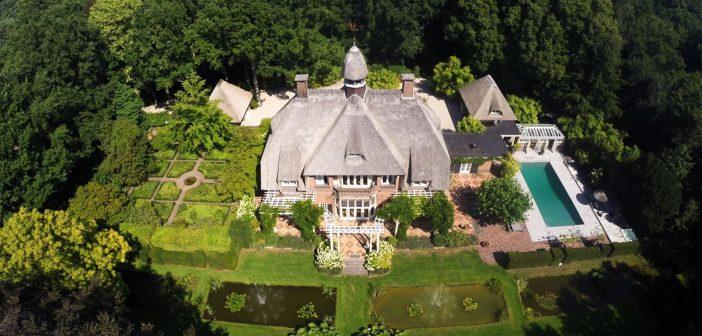BINNENKIJKEN in de nu na vier jaar eindelijk verkochte Larense villa van DANIELLE en REINOUT OERLEMANS die 2.62 MILJOEN MINDER kregen dan zij wilden
