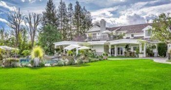 BINNENKIJKEN in het nu officieel door JENNIFER LOPEZ voor $9.9 MILJOEN verkochte Hidden Hills-huis met fitnessstudio, bioscoop en 8 open haarden…