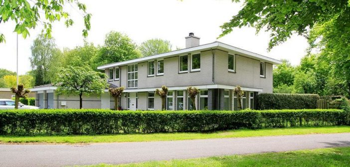 BINNENKIJKEN in de villa waarop EX AJAX TRAINER PETER BOSZ €563.000 WINST maakt (moet hij wel delen met ex)