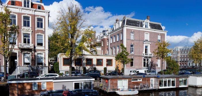 BINNENKIJKEN in de best beveiligde miljoenenvilla van Amsterdam waar bankiersweduwe GRETTA DUISENBERG maar geen koper voor kan vinden
