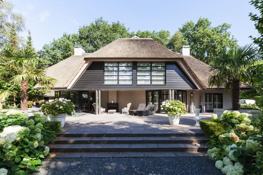 Binnenkijken gordon haalt zijn villa uit de verkoop die for Verkoop huizen