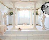BINNENKIJKEN in het liefdesnestje van PATRICIA PAAY (67) met de de bepaald opvallende Romeinse badkamer