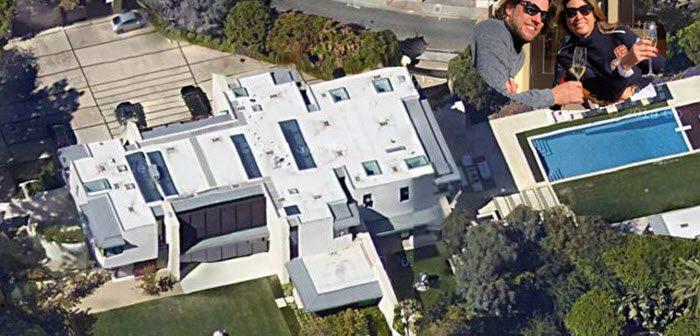 BINNENKIJKEN in de Hollywood-villa van de steenrijke NATHALIE (50), de vriendin van THOMAS DEKKER (32) die hij niet de vrouw van zijn leven noemt….