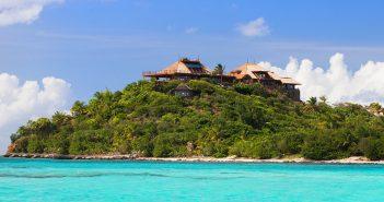 BINNENKIJKEN in de villa van $49.000 per week op het luxe privé-eiland waar de Obama's vakantie vieren – en het is vernoemd naar een Nederlander