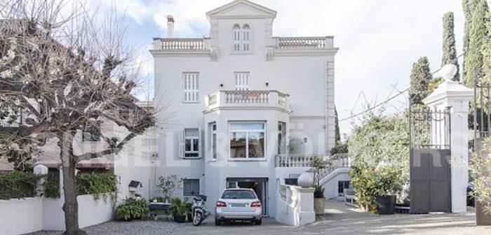 Vrouw Danny zet stervenshuis Johan Cruijff van 14 X 14 meter in Barcelona te koop voor 5,3 miljoen euro