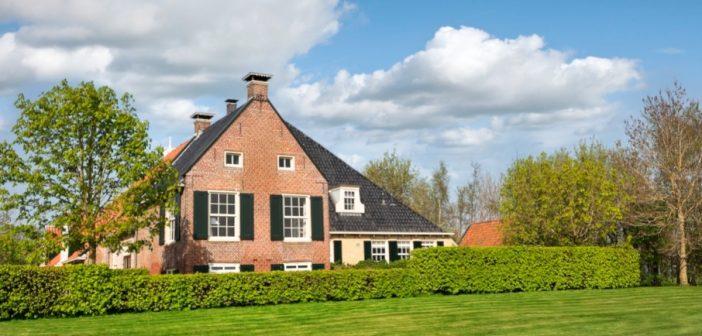 BINNENKIJKEN in de woonboerderij van VVD-CORYFEE ED NIJPELS die u nu kunt kopen met een HALF MILJOEN KORTING voor €1.950.000