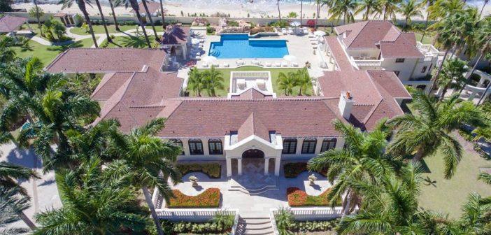 BINNENKIJKEN op landgoed van DONALD TRUMP dat op Sint Maarten in het oog van de storm lag en hij nu 11 miljoen korting op geeft….