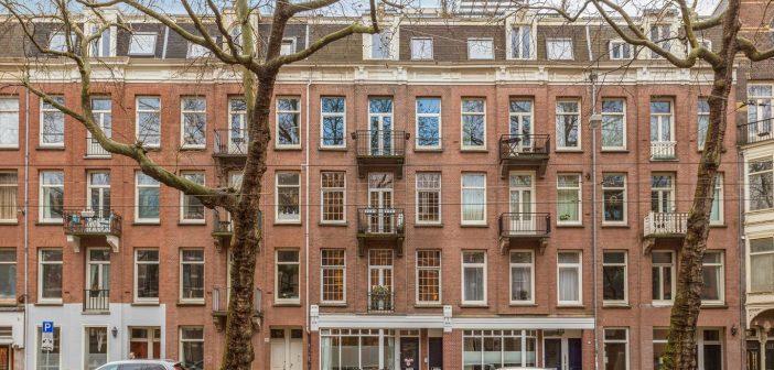BINNENKIJKEN in het Amsterdamse appartement van FRANK RIJKAARD dat hij zo graag wilde hebben dat hij €70.000 meer dan de vraagprijs betaalde