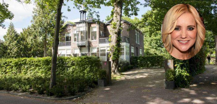 BINNENKIJKEN bij SONJA BAKKER die een maand geleden deze villa van 1.5 MILJOEN kocht met man JAN en nu van hem gaat SCHEIDEN…