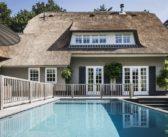 BINNENKIJKEN in de villa van glamourkoppel Winston en Renate Gerschtanowitz die u kunt kopen voor 2.6 miljoen euro