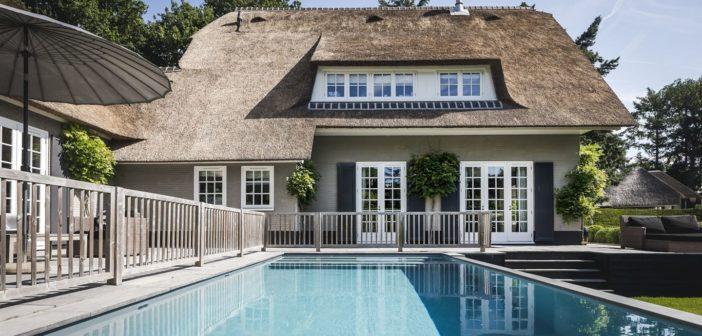 BINNENKIJKEN in de voor 2.6 MILJOEN ONVERKOOPBARE villa van glamourkoppel Winston en Renate Gerschtanowitz