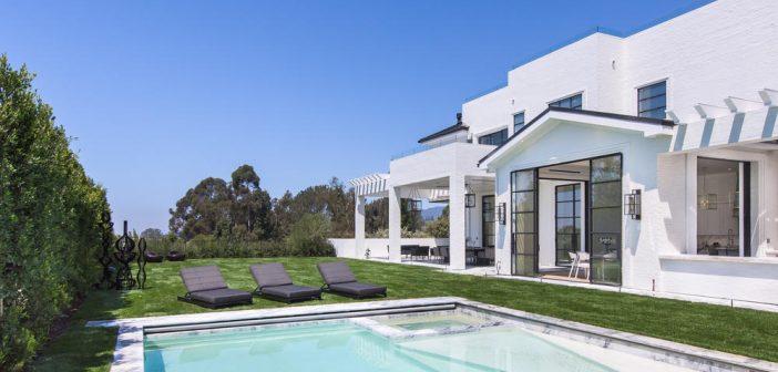 BINNENKIJKEN bij  LeBron James die met ballen in een netje gooien een huis van 32 miljoen dollar kan kopen