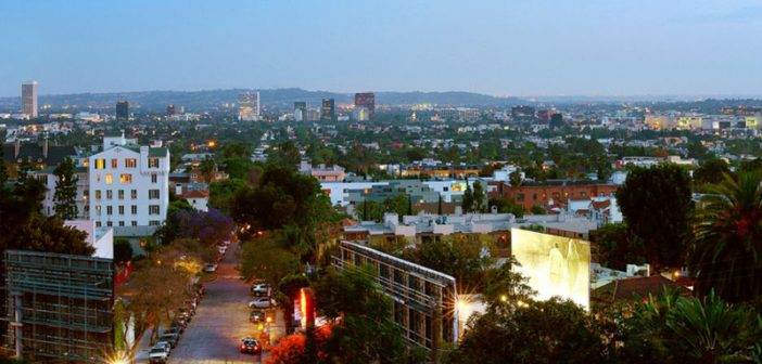 BINNENKIJKEN bij R&B-superster USHER die voor $ 4,2 miljoen van zijn villa boven de Sunset Strip af wil