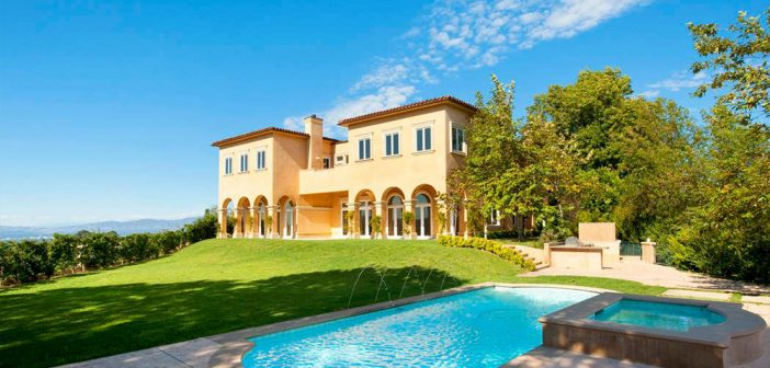 BINNENKIJKEN bij MARIAH CAREY die voor 'slechts' 29.000 euro per maand stulpje huurt in Beverly Hills om ex te vergeten