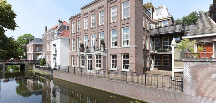 BINNENKIJKEN bij TATJANA (55) wiens minnaar Lex (69) hun Haags appartement voor €8000 te huur heeft gezet