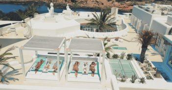 BINNENKIJKEN in de IBIZA-villa van Yolanthe en Wes die u kunt huren voor tussen de 10 en 30.00 euro per week