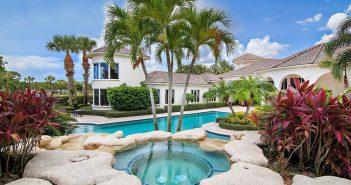 BINNENKIJKEN in de villa die SERENA en VENUS WILLIAMS deelden en nu te koop is voor 2.695 miljoen dollar